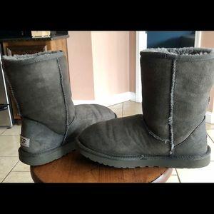 UGG classic short - Grey size 9
